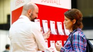 Weitere Sprachkenntnisse sind spätestens bei der Jobwahl Gold wert – wie hier bei einer Jobmesse für Migranten in Berlin.