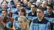 Fachlich gut gewappnet, doch fehlt die politische Bildung und damit das Rüstzeug, um Einsatzlagen richtig einschätzen zu können: Sachsens Polizei
