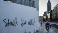 """""""Ich sprüh's an jede Wand"""": In Frankfurt sind Anti-Gentrifizierungs-Slogans überall zu lesen."""