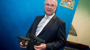 Neue Dienstwaffen für die bayerische Polizei