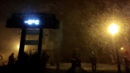 Menschen freuen sich über Schnee in Brasilien