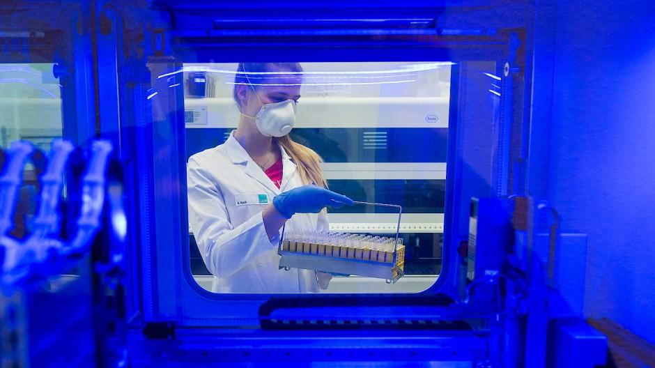 In Laboren werden die PCR-Test durchgeführt.
