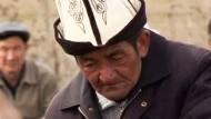 Kirgisen trauern um Opfer der Unruhen