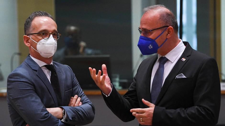 Als ob die Bayern in Berlin mitwählen könnten: Kroatiens Außenminister Gordan Grlić-Radman (hier am 12. Juli mit dem deutschen Außenminister Heiko Maas) sieht die Kroaten in der Föderation Bosnien-Hercegovina im Hintertreffen.