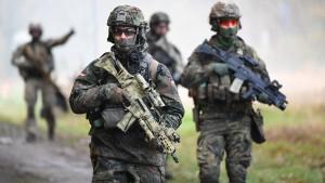 Koch setzt auf den Bundeswehrauftrag