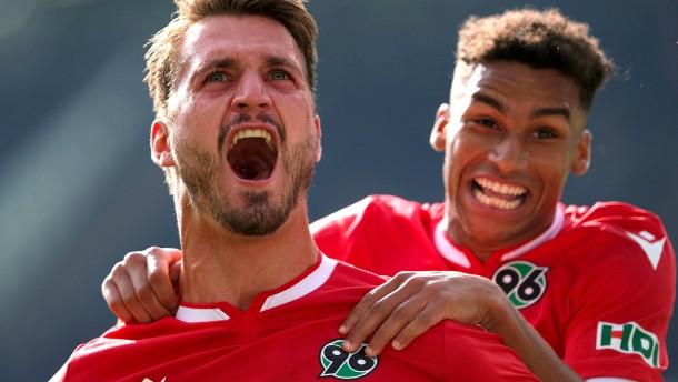 96 holt Derby-Sieg gegen Braunschweig