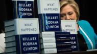 Sieht sich als Opfer: Hillary Clinton sucht in ihrem neuen Buch nach Erklärungen für die Wahlniederlage.