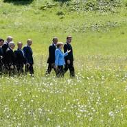 Angela Merkel spricht mit den Staats- und Regierungschefs der G-7-Staaten in Garmisch-Partenkirchen.