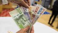Schön bunt, aber unbeliebt: Schwedens Bürger zahlen lieber bargeldlos.