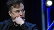 Erst akzeptiert Musk Bitcoin als Zahlungsmethode für sein Unternehmen Tesla, nun hat er Umweltbedenken.