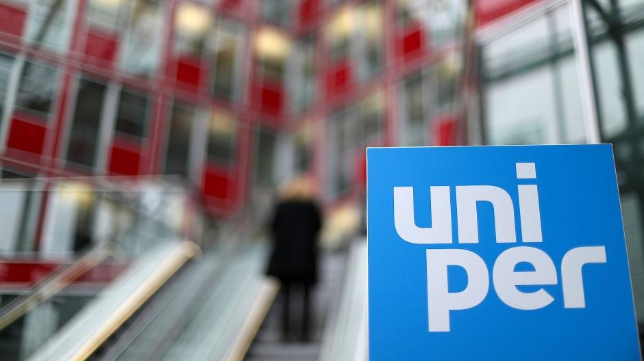 Das Logo des Konzerns in der Zentrale von Uniper in Düsseldorf.