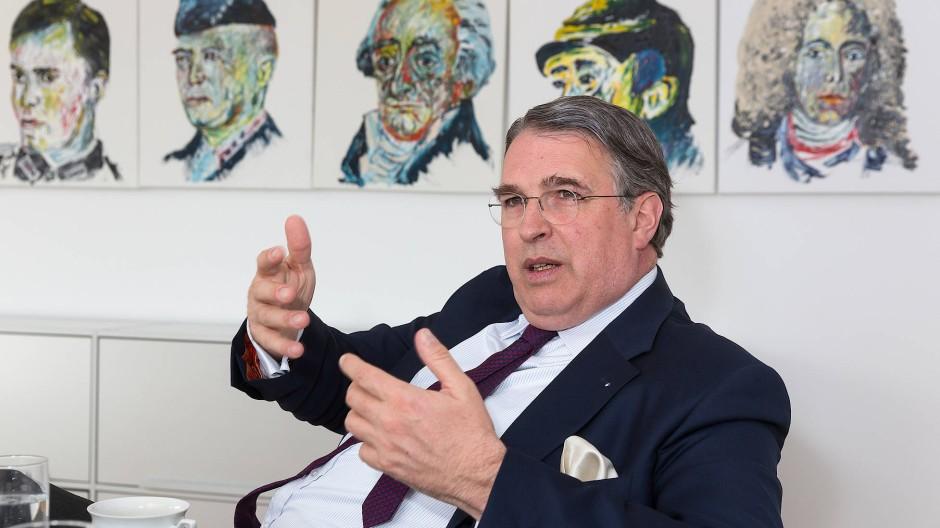 Stefan Knoll, Vorstandsvorsitzender der Deutschen Familienversicherung, beobachtet den Markt genau.