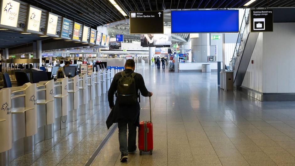 Wegen des Coronavirus herrscht beim Frankfurter Flughafen aktuell kaum Betrieb. Die Junge Union schlägt vor, den Fraport nach Helmut Kohl zu benenn.