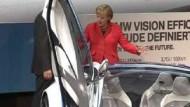 """Merkel ist """"begeistert"""" von der IAA"""