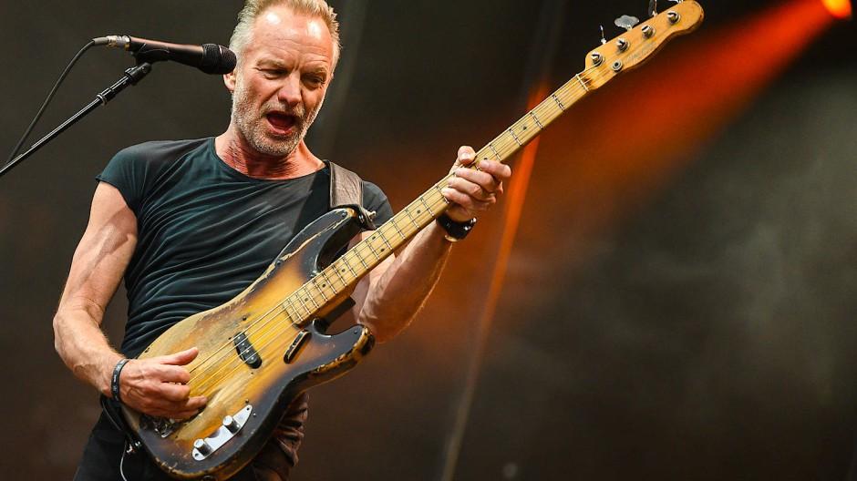 Singen und Bassspielen gleichzeitig? Für Sting kein Problem.