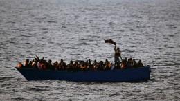Rettung Hunderter Flüchtlinge