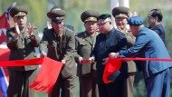 Jubel für den Bauherrn: Kim Jong-un eröffnet eine neue Prachtstraße in Pjöngjang.