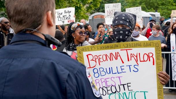Mann bei Anti-Rassismus-Demonstration erschossen
