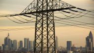 Unter Strom: Obwohl die Energieversorgung teurer wird, bleiben viele Kunden ihrem Grundversorger lange treu. Dabei bringen Wechsel bares Geld ein.