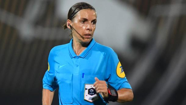 Erstmals pfeift eine Frau in der Champions League
