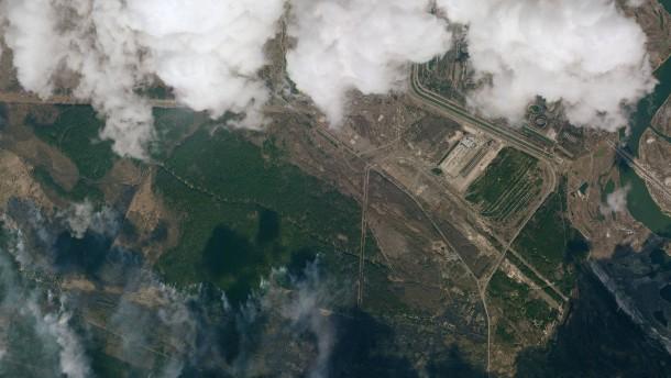 Kiew in dichten Rauch gehüllt