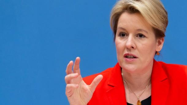 Politiker mehrerer Parteien legen Giffey Rücktritt nahe