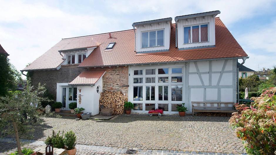 Die einstige Scheune hat Familie Grün in ein Wohnhaus mit Büro verwandelt.
