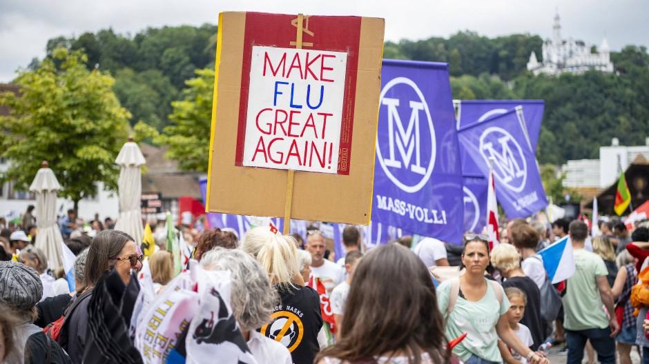 """Das """"Aktionsbündnis der Urkantone"""" macht mobil: In der Zentralschweiz ist der Widerstand gegen die Corona-Maßnahmen (hier eine Kundgebung in Luzern am Samstag) besonders stark."""