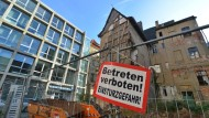 Stadt der Gegensätze: In Halle befinden sich einsturzgefährdete Fachwerkhäuser aus dem 16. Jahrhundert neben gut erhaltenen Prachtbauten.