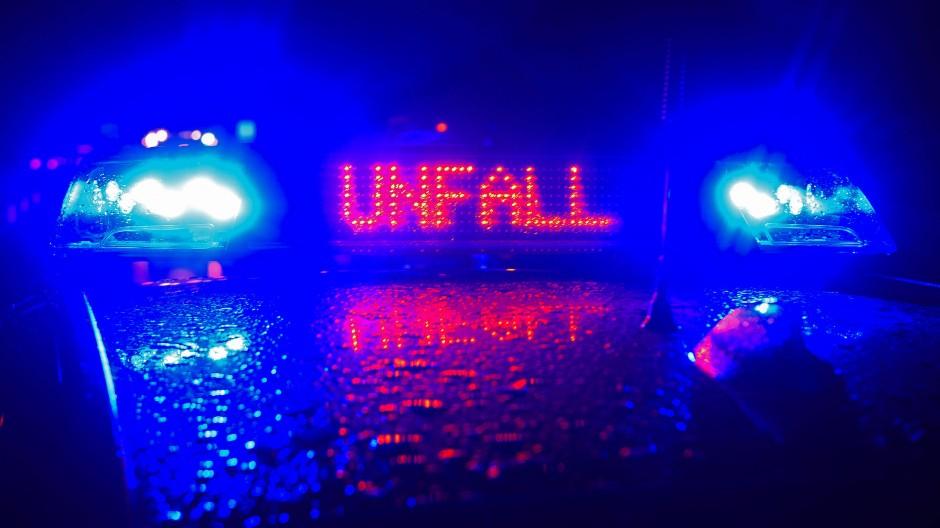 Auf der A60 hat sich ein Auto aufgrund der nassen Fahrbahn überschlagen. (Symbolbild)