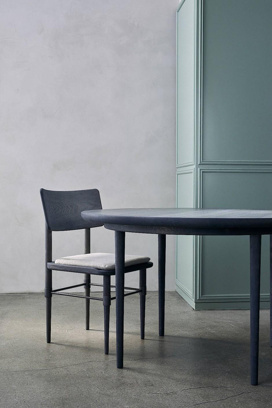 Bindslev Henriksen und Bundgaard Rützou haben die Möbelkollektion für Atmospheres um neue Stücke erweitert.