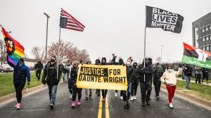 Polizistin nach Tod eines Schwarzen wegen fahrlässiger Tötung angeklagt