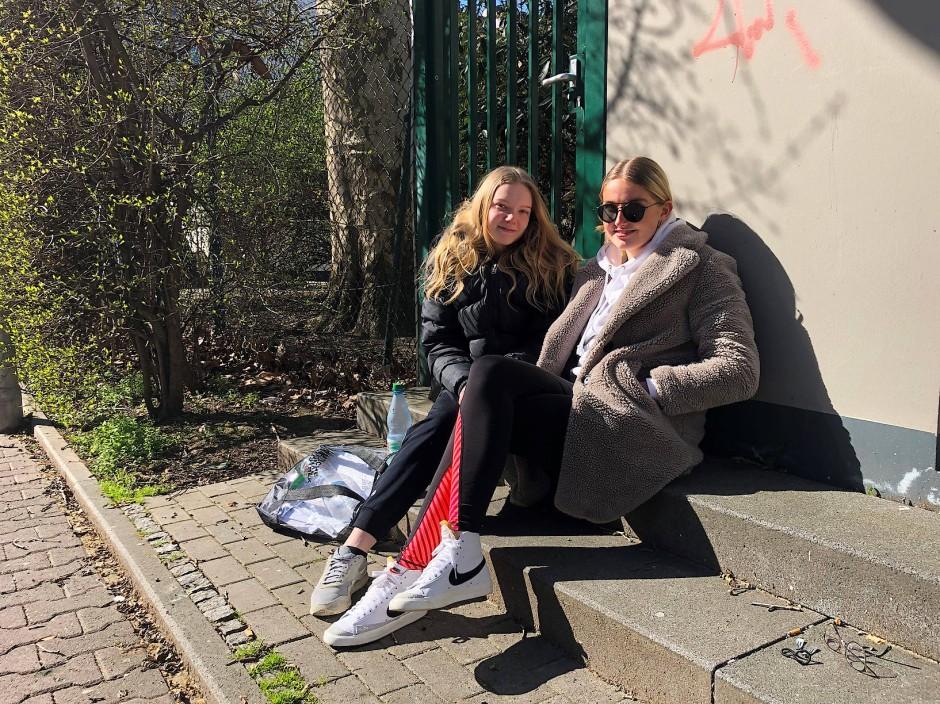 Julia Lauer und Elena Adler von der Elisabethenschule Frankfurt
