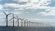 Offshore-Windpark vor der Küste von Dänemark, wo die Menschen in Europa am meisten für Strom bezahlen