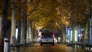 Leere Stadt, volles Land? Ein Polizeiauto in Stuttgart