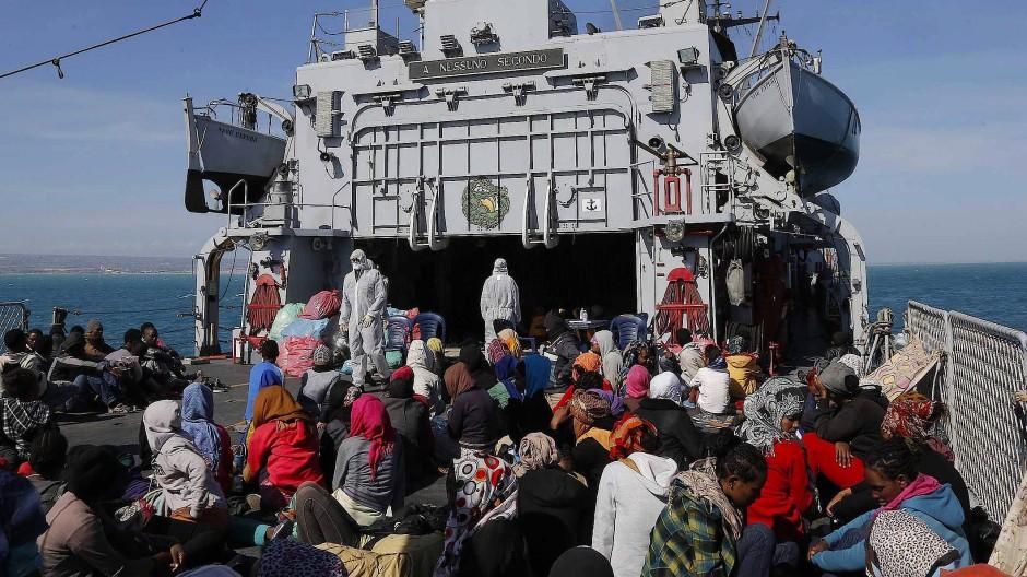 Mare Nostrum: 2014 rettete noch Italiens Marine Migranten im Mittelmeer.