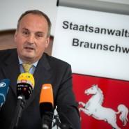 Neue Anklage gegen VW-Mitarbeiter: Der Braunschweiger Oberstaatsanwalt Klaus Ziehe, hier auf einem Pressetermin im Herbst 2019.