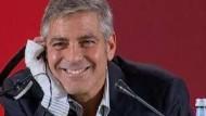 Clooney lässt lästige Reporterfragen an sich abperlen