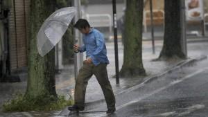 Super-Taifun sorgt für Ausnahmezustand