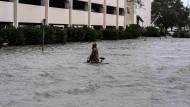 Die Stadt Pensacola wurde schwer getroffen: Mehrere Straßen in der Stadt wirkten am Mittwochmorgen eher wie Flüsse.