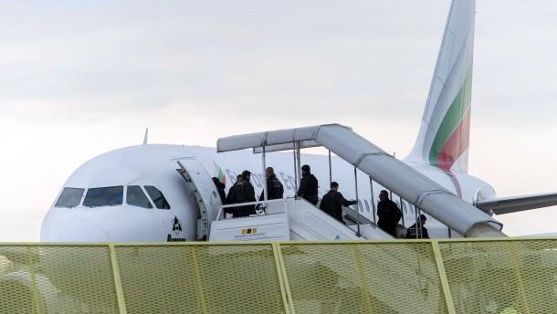 Fast 12.000 Menschen sind ausreisepflichtig