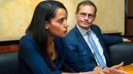 Sawsan Chebli ist stellvertretende Sprecherin des Auswärtigen Amtes, Michael Müller Regierender Bürgermeister von Berlin.