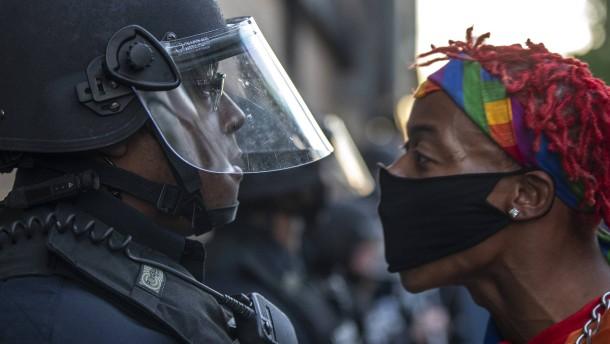 Was Polizisten und Bankräuber gemeinsam haben