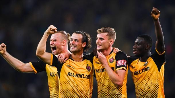 Dresden schockt Hamburg – Bielefeld blamiert sich in Essen