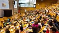 Denkfabrik: Nicht jeder, der im Hörsaal sitzt, ist dem dort vermittelten Lehrstoff gewachsen.