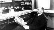 Er war Träger des ersten Medizin-Nobelpreises: Der Bakteriologe Emil von Behring (1854-1917). Aufnahme um 1900.