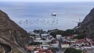 Die Zeiten der Abgeschiedenheit sind für St. Helena bald vorbei: Die Südatlantikinsel wird an  ein neues Glasfaserkabel im Ozean angeschlossen.