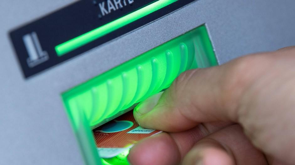 Viele Bankkunden können nach einer Grundsatzentscheidung des Bundesgerichtshofs Gebühren zurückfordern.