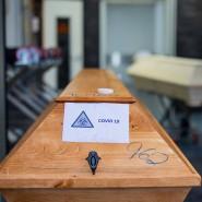 Särge mit Covid19-Toten in einem Krematorium: In Baden-Württemberg ist ein Corona-Patient nach einer zweiten Infektion mit dem Virus gestorben. (Archivbild)