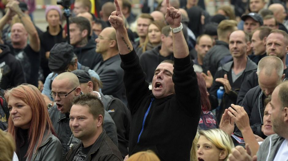 Fremdenangst steckt in jedem von uns? In dem einen mehr, dem anderen weniger. Ein Demonstrant in Chemnitz.